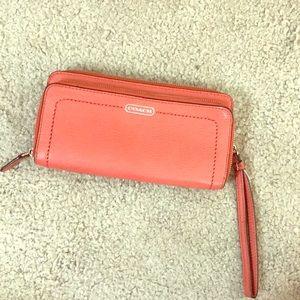 💕 Coach salmon leather zip around wallet nice 💕